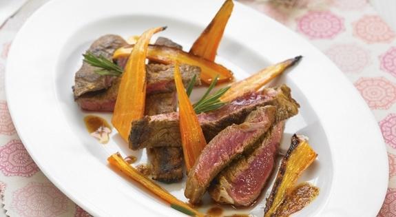 Bistec en adobo con zanahorias al horno