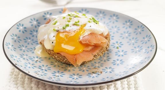 Receta de huevos benedictine con salmón