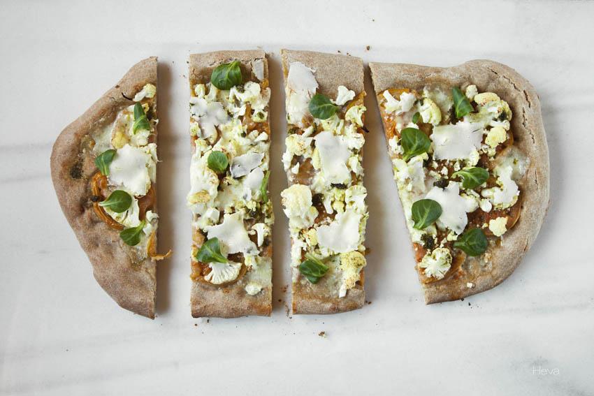 Pizza de coliflor horizontal