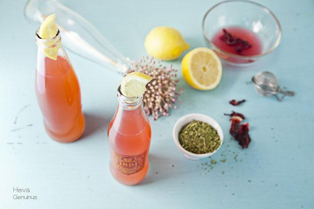 Limonada con stevia e hibisco