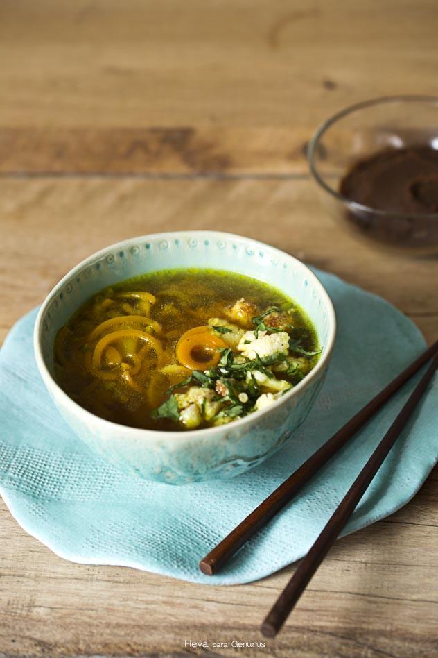 Sopa de miso con fideos de calabaza