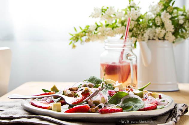 Ensalada de fresas, espinacas y aguacate