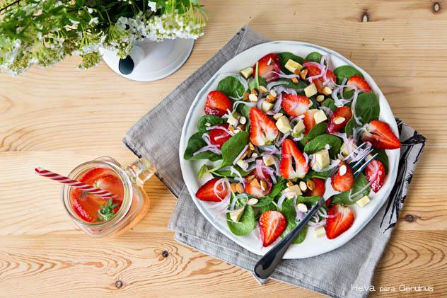 Ensalada de espinacas, fresas y aguacate